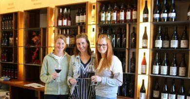 Verena, Katharina und Claudia Schwarz in der VInothek Horitschon